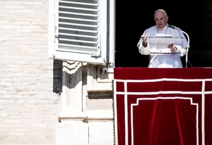 Defiende el Papa Francisco el deber de pagar impuestos; reflexiona el jerarca católico ante fieles congregados en la Plaza de San Pedro.