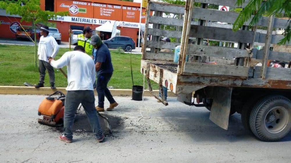 Da mantenimiento Laura Fernández a calles y avenidas de Puerto Morelos