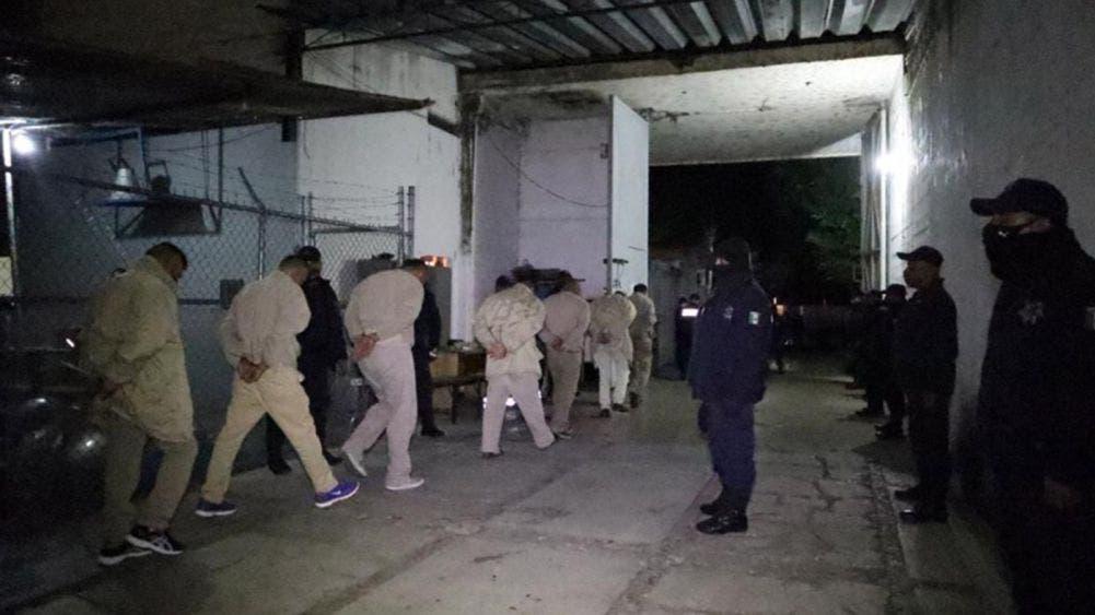 Cierran penal en Oaxaca; trasladan a 906 reos