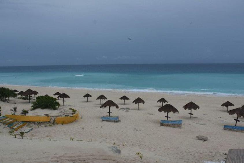 """Frena AMLO privatización de playas; """"son de la gente"""""""