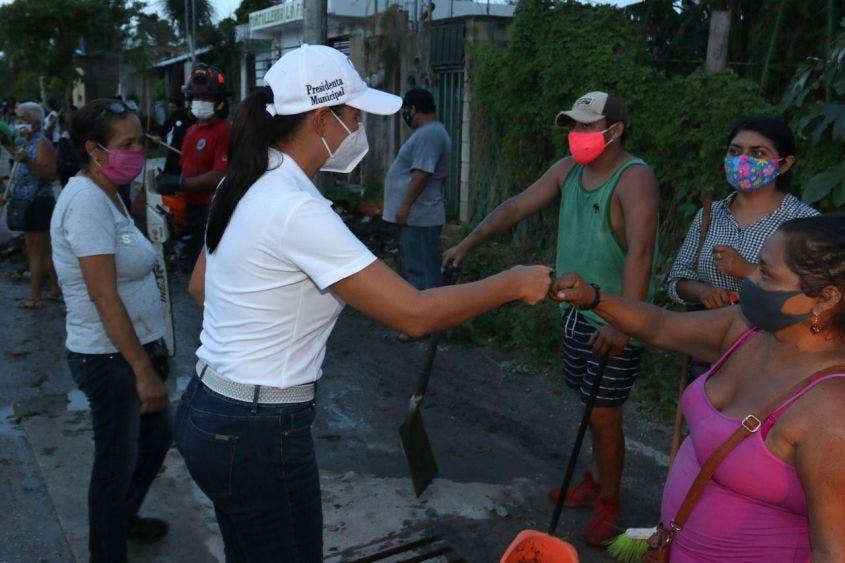 Destaca la alcaldesa de Puerto Morelos el respaldo del gobernador Carlos Joaquín y de funcionarios estatales hacia la gestión municipal