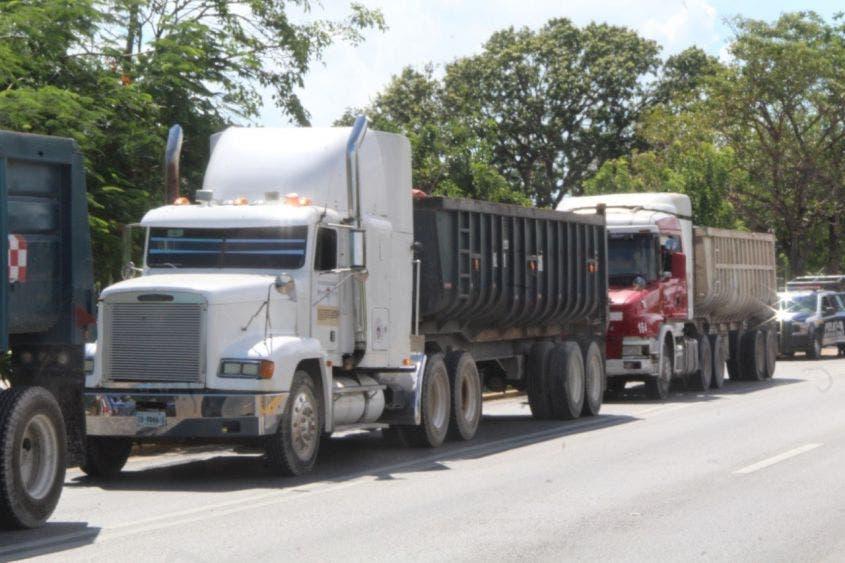 Apoyan 50 volquetes en el operativo de recoja de basura