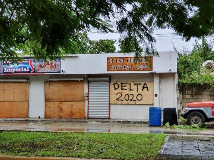 En Cozumel tratan de volver a reactivarse tras el paso de 'Delta'.