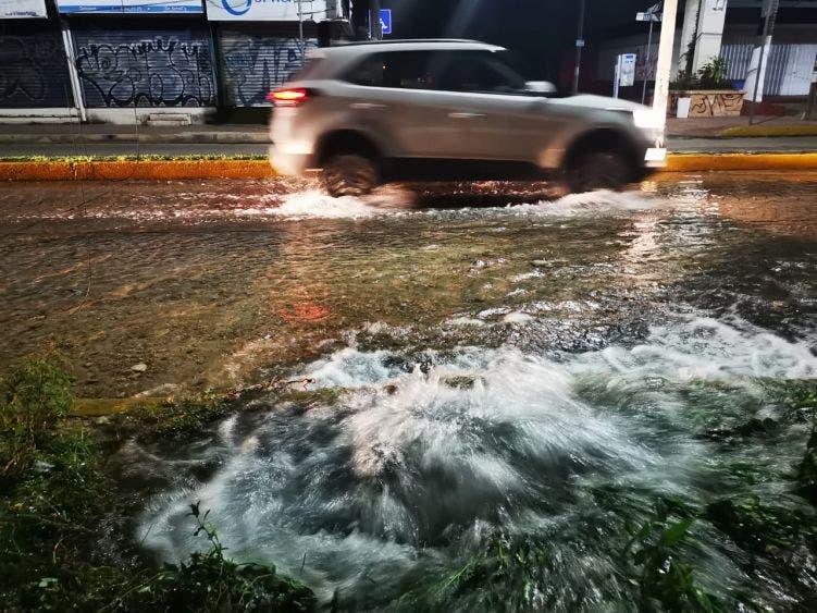 Rompen trabajadores de CFE tubería de agua en la Yaxchilán.