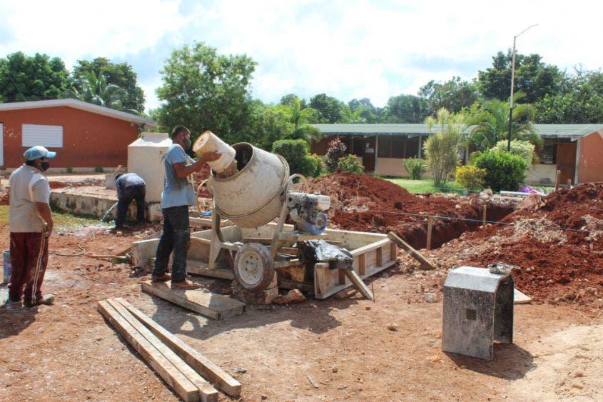Invertirán más de 39 mdp en escuelas de la Zona Maya; darán mantenimiento a 51 escuelas del nivel básico, anuncia el Ifeqroo.