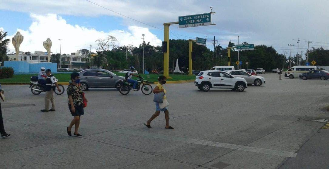 Cinco cruceros de Cancún continúan sin semáforos.