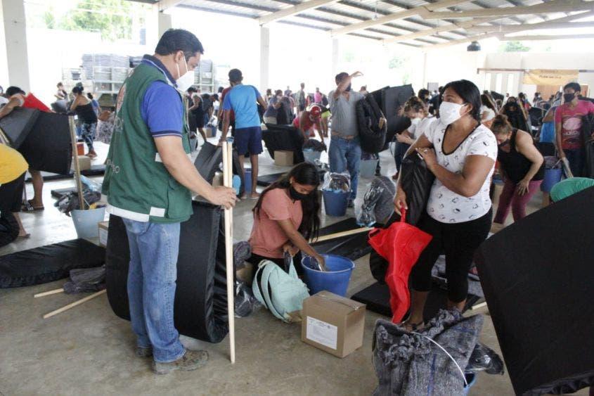 "Habitantes de 6 municipios afectados por ""Delta"" reciben alimentos y víveres."