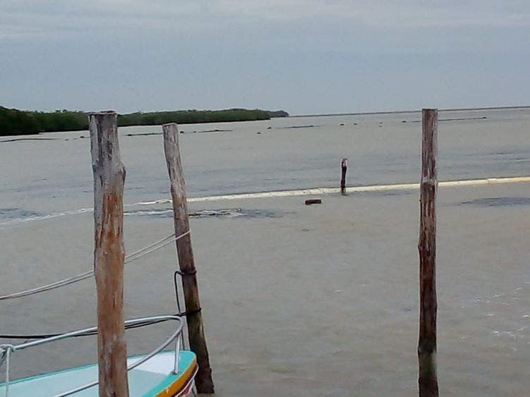 Deterioró huracán la tubería que abastece agua a familias de Holbox.