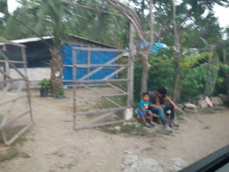 Apoya fundación con reparación de casas dañadas por huracanes.