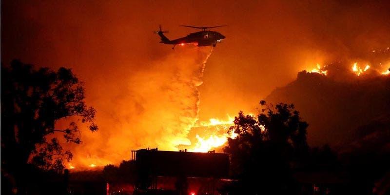 """Declaran """"estado de desastre"""" en California por los incendios forestales"""
