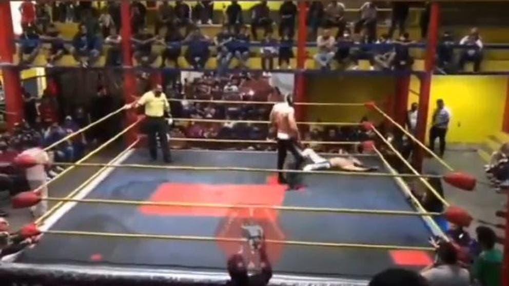 Video: Muere 'Príncipe Aéreo' en plena función de lucha libre; un ataque al corazón segó la vida de Luis Ángel Salazar, de 26 años.