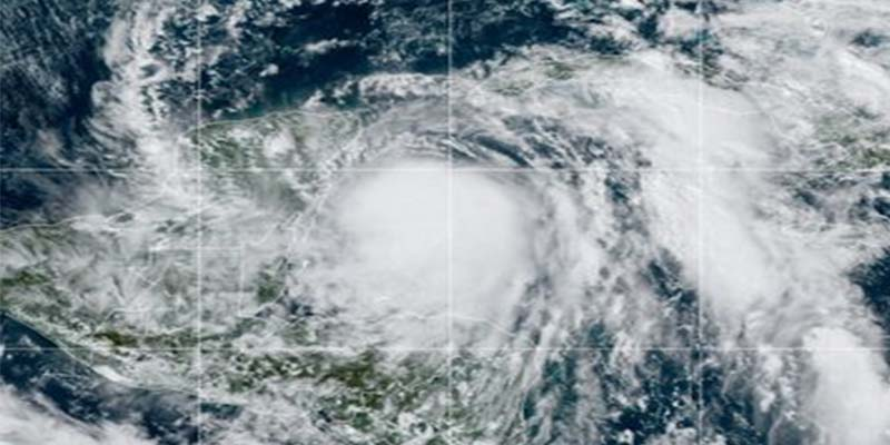 """El huracán """"Zeta"""" de categoría uno se dirige a Playa del Carmen y Tulum"""