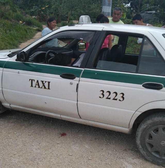 Ejecutan a balazos a taxista de Cancún en La Unión.