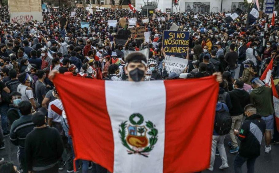 Policía peruana reprime manifestación; hay 11 heridos, dos de gravedad