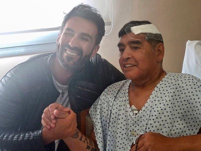 Imputan homicidio culposo al médico de Maradona; juez de la causa ordena allanar la casa y clínica de Leopoldo Luque.