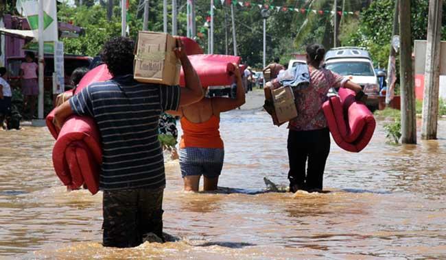 Lluvias no dan tregua en Veracruz: hay más de 10 mil damnificados.