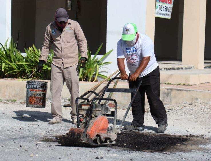 """""""Avanzaremos por tramos hasta tapar todos los baches de Puerto Morelos y terminar con este dolor de cabeza para los automovilistas"""", reitera la Presidenta Municipal"""