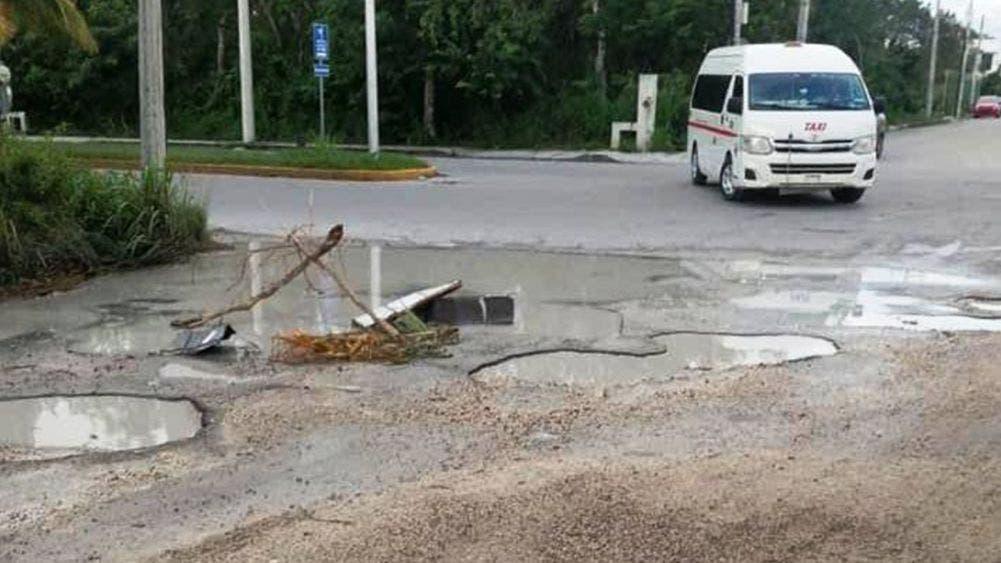 Baches invaden calles y avenidas de Cozumel