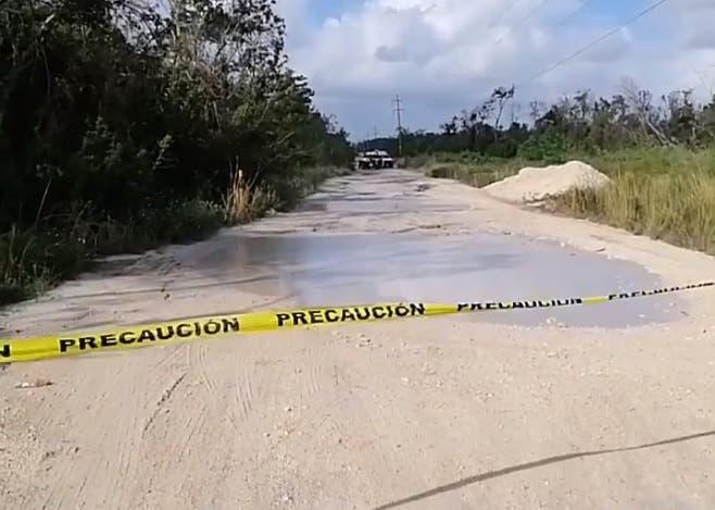 Hallan sujeto asesinado cerca del aeropuerto de Cancún.