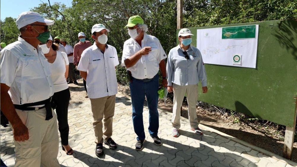 Carlos Joaquín supervisó los avances de la tercera etapa del Parque Cancún