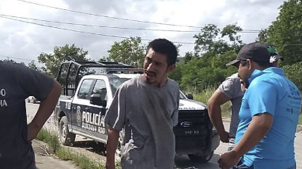 Delincuentes roban carnicería, huyen en auto robado y chocan