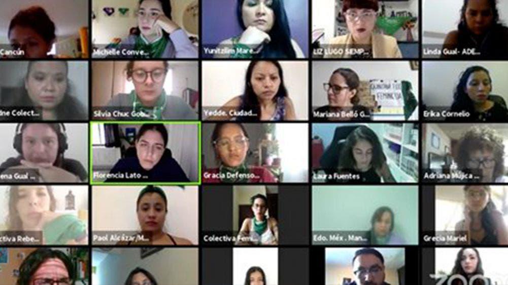 Se deslindan 26 colectivos feministas de manifestaciones violentas