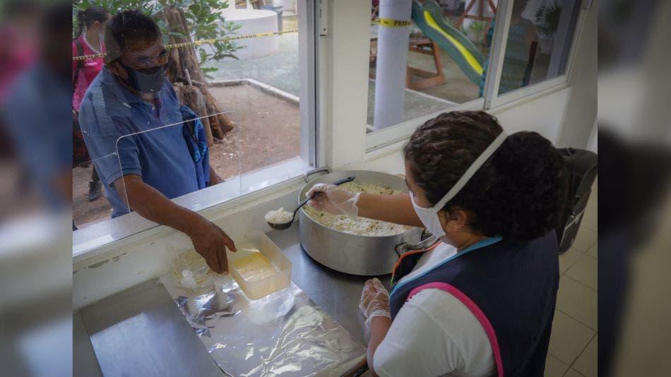 Comedores comunitarios siguen operando en Playa Del Carmen