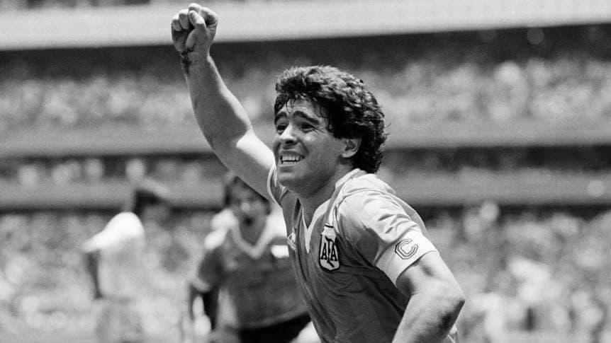 Muere de un paro cardiorespiratorio el futbolista Maradona