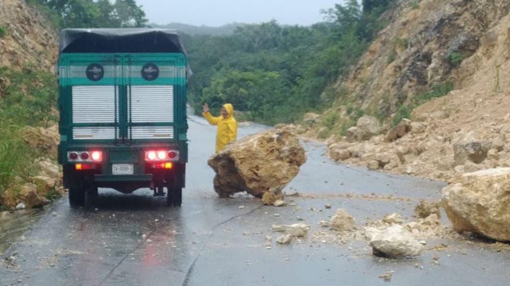 Lluvias dejan derrumbe sobre la carretera Ucum-La Unión