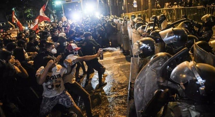 Sumido Perú en un caos; exigen la renuncia del presidente.
