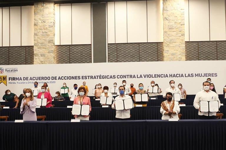 Firman acuerdo para fortalecer estrategias contra la violencia hacia la mujer en Yucatán