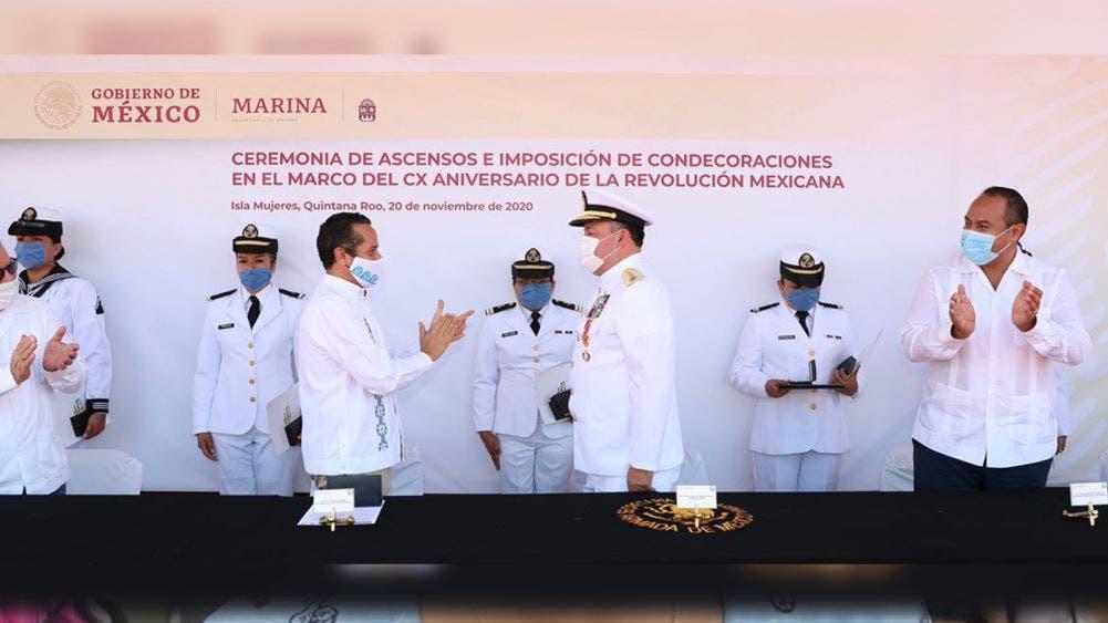Carlos Joaquín preside la ceremonia del CX Aniversario de la Revolución Mexicana, en las instalaciones de la Quinta Región Naval en Isla Mujeres