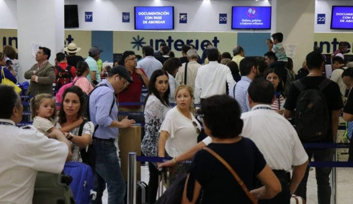 De nuevo Interjet deja varados a pasajeros en Cancún.