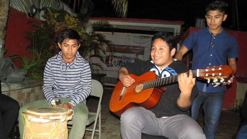 Jóvenes de Tihosuco promueven lengua maya a través de canciones