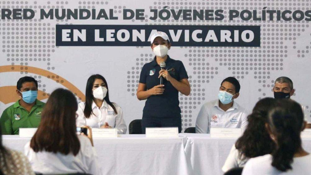 Son jóvenes de Leona Vicario factor de cambio en la sociedad: Laura Fernández