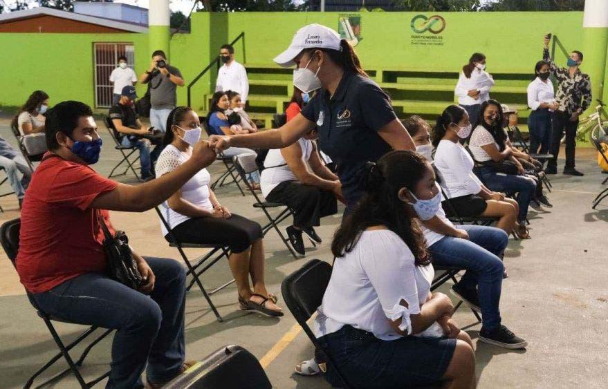 La Presidenta Municipal de Puerto Morelos toma protesta a los integrantes de la Red Mundial de Jóvenes Políticos en la comunidad