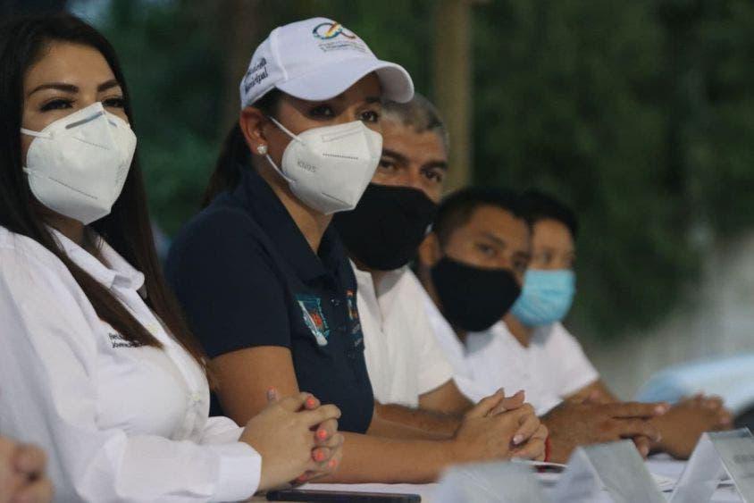 Son jóvenes de Leona Vicario factor de cambio en la sociedad: Laura Fernández, destacó la alcaldesa al tomar protesta a los integrantes de la Red Mundial de Jóvenes Políticos en esta comunidad.