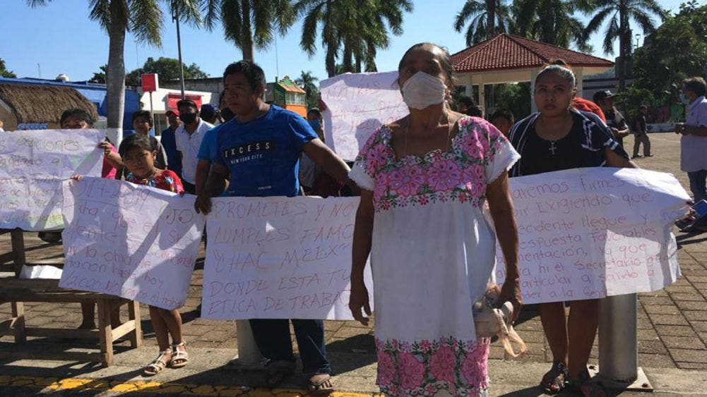 Continúa manifestación de habitantes de Melchor Ocampo