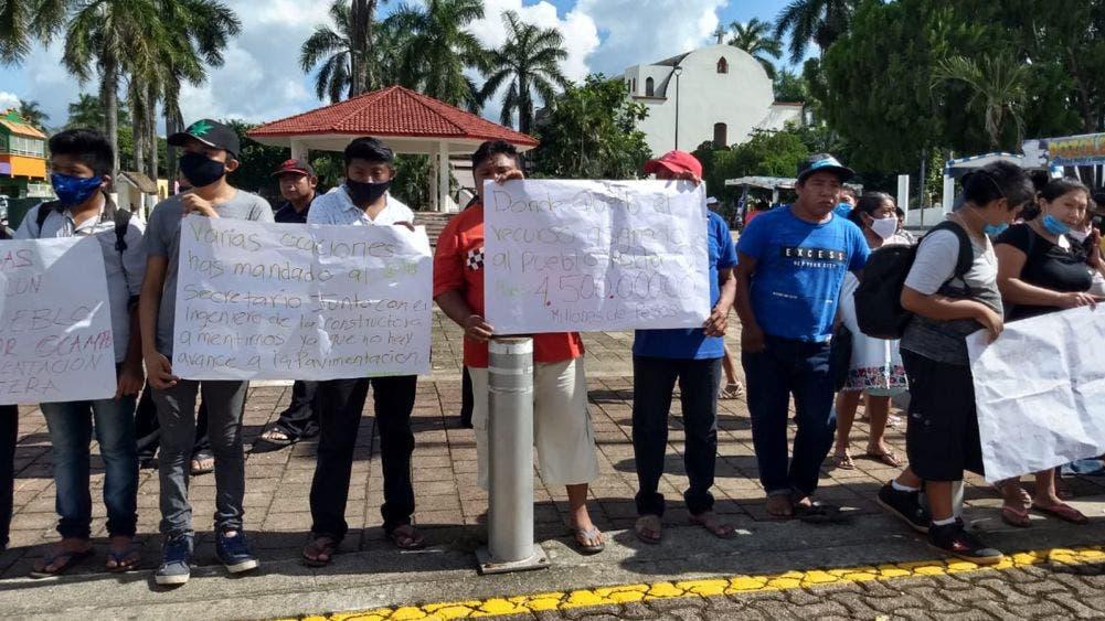 Pobladores de Melchor Ocampo exigen pavimentación