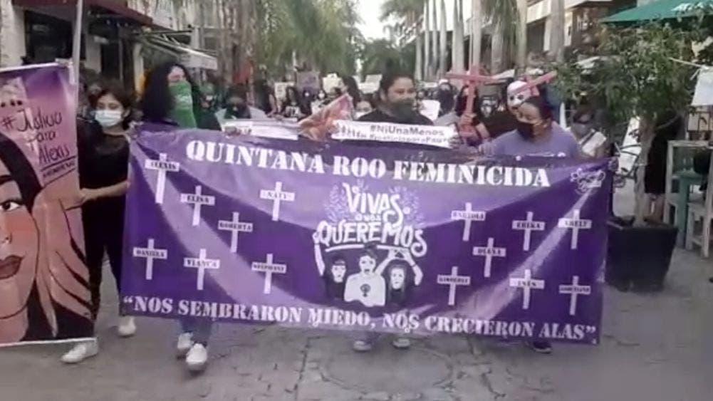 Videos: Colectivos feministas marchan en Playa Del Carmen