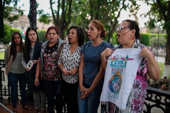 En la zona entre los límites de Lagos de Moreno (Jalisco) y León (Guanajuato), se reporta que existen campos de reclutamiento forzado del crimen organizado, las desapariciones en esa zona son parte de las múltiples que son denunciadas por grupos y padres de familia en Jalisco y Guanajuato.