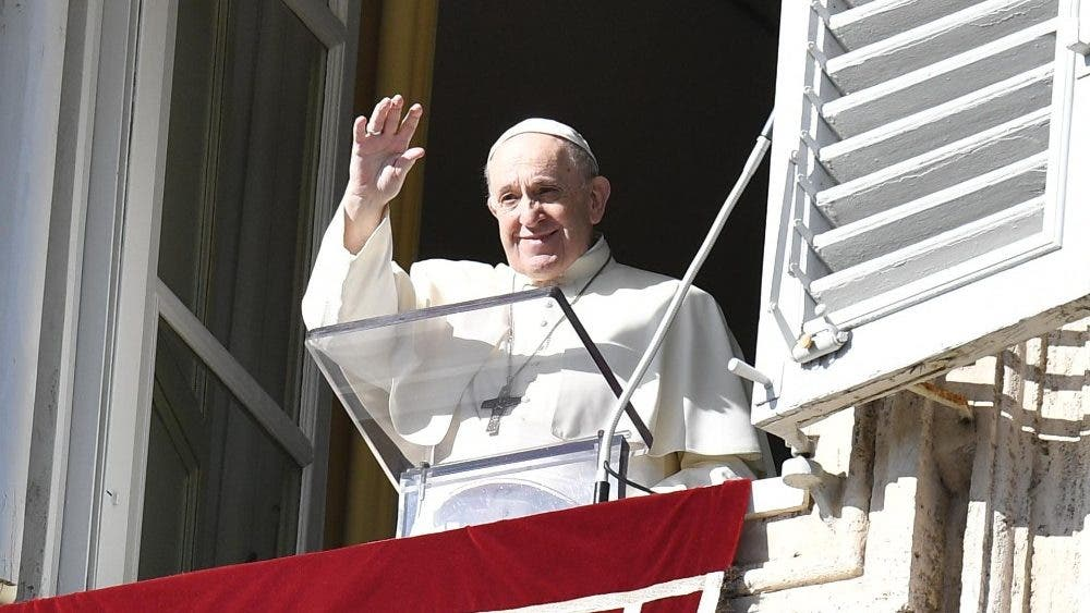 Pide el Papa a jóvenes luchar contra la cultura de 'usar y tirar'.