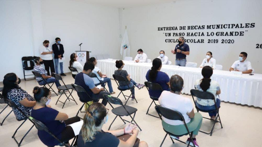 Concluye gobierno de Laura Fernández pago de becas ciclo escolar 2019-2020