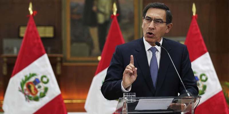 """Destituyen en Perú al presidente Vizcarra por """"incapacidad moral"""""""