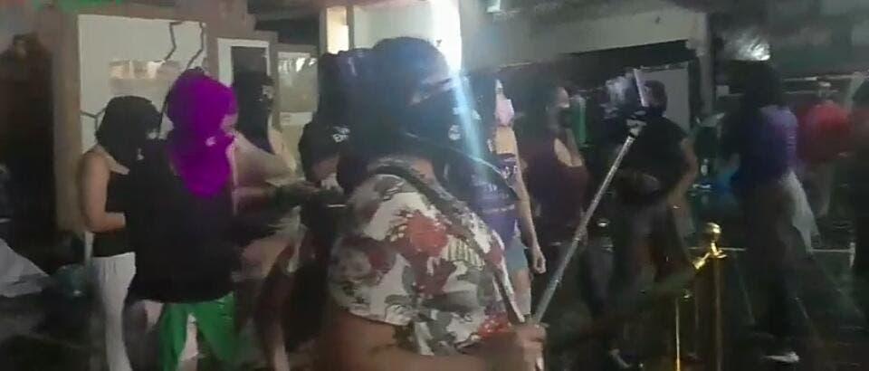 Instalan plantón en el vestíbulo del Congreso en Chetumal