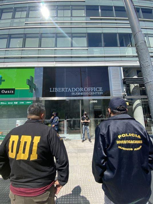 La Policía de Investigaciones allanó al consultorio del doctor Leopoldo  Luque en la torre Libertador Office.