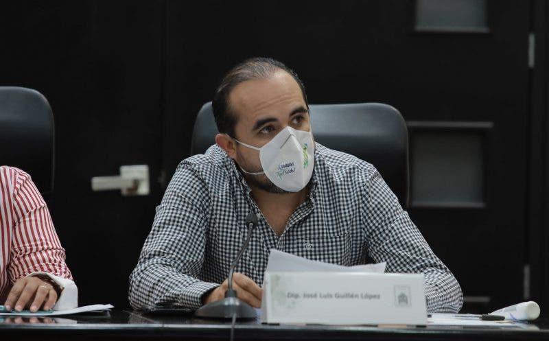 Niega el diputado José Luis Guillén haber asistido ebrio al Congreso.