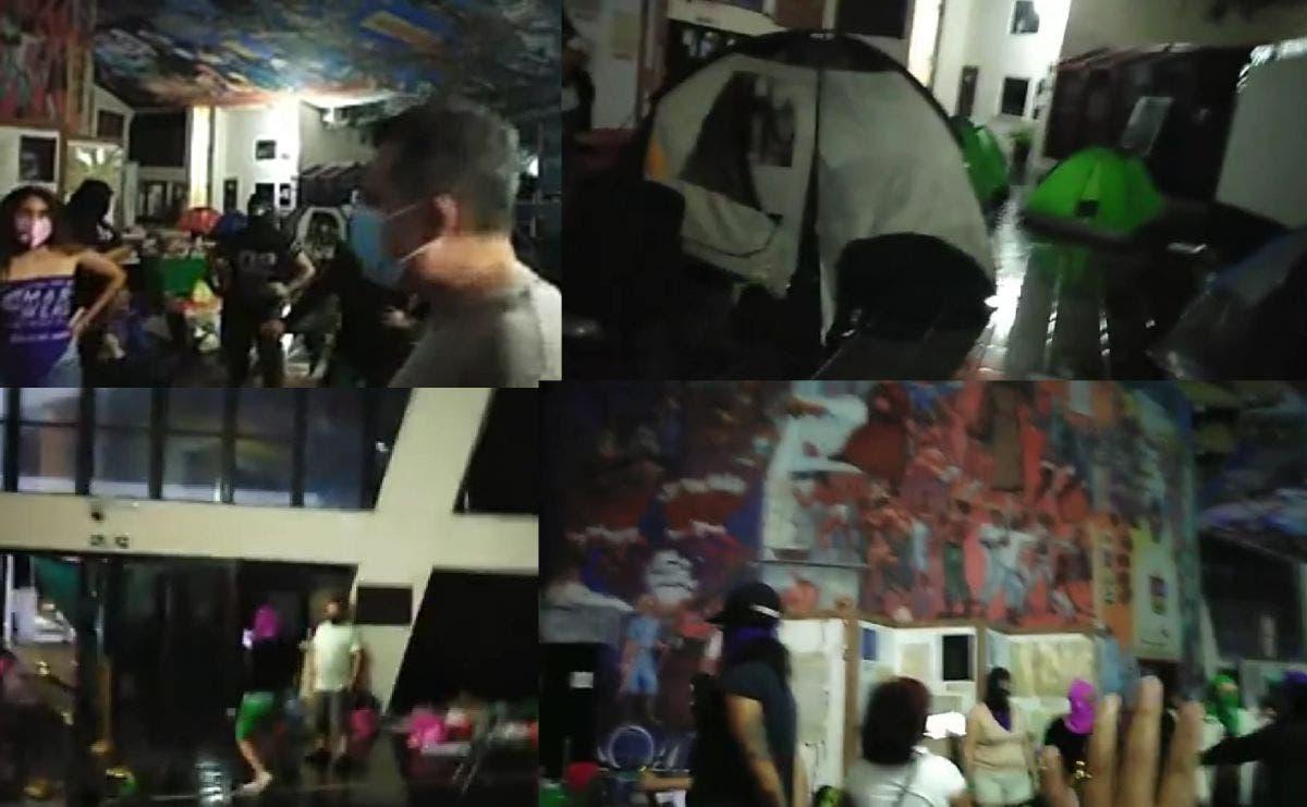 A las autodenominadas feministas, se les solicitó que no dañaran los murales al interior del recinto, cuestión que criticaron.