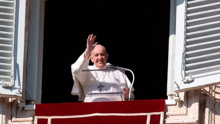 Reza el Papa por las víctimas del huracán 'Eta' en Centroamérica.