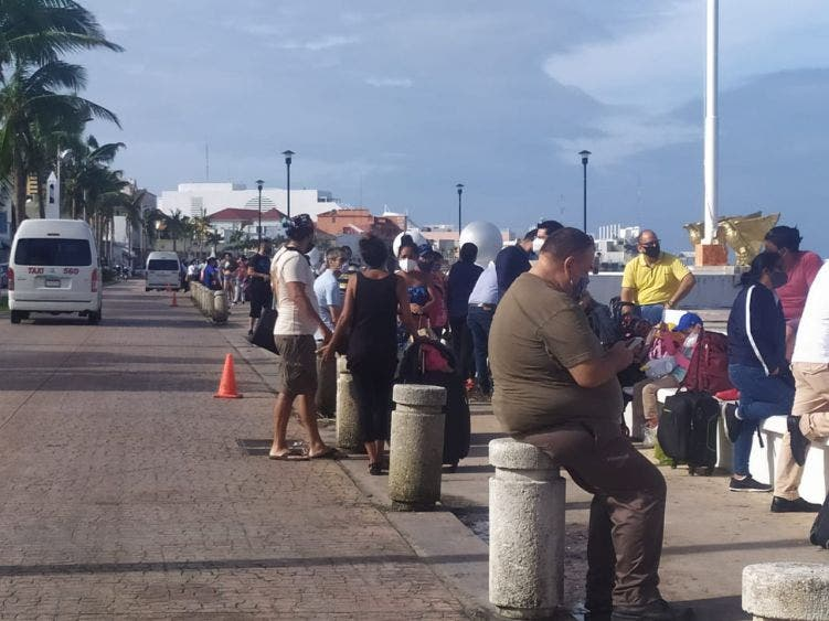 Suspendidos los cruces marítimos entre Cozumel y Playa del Carmen; se reanudará el servicio hasta que las condiciones climáticas lo permitan.